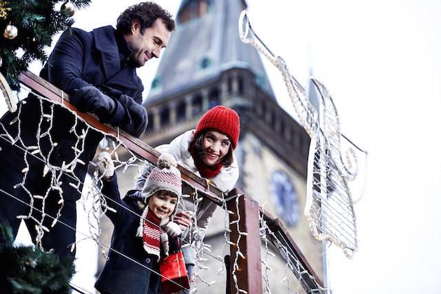 Familia-disfrutando Navidad Republica Checa